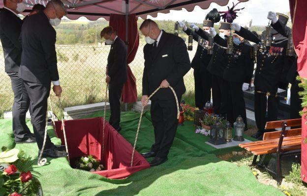 Złożenie ciała Jerzego Kosmatego do grobu