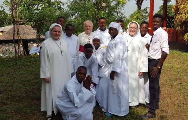 Misjęi diecezji warszawsko-praskiej w Sierra Leone w 2016 r. wizytował abp Henryk Hoser
