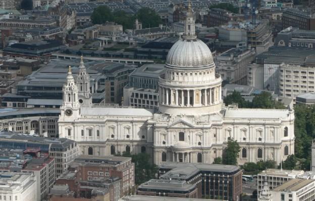 Anglia: wierni chcą otwarcia kościołów, biskupi apelują do rządu