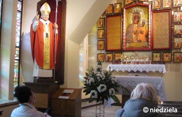 U kaplicy bocznej kościoła pw. św. Wojciecha BM w Częstochowie