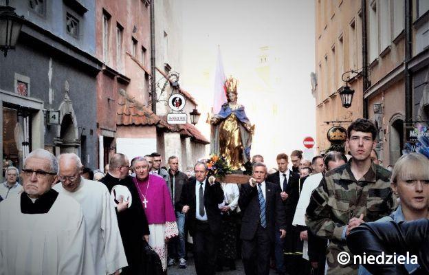 Procesja z figurą Matki Bożej Łaskawej ulicami Starego Miasta została wznowiona po 185-letniej przerwie w 2015 r. W ubiegłym roku poprowadził ją bp Romuald Kamiński, biskup warszawsko-praski.