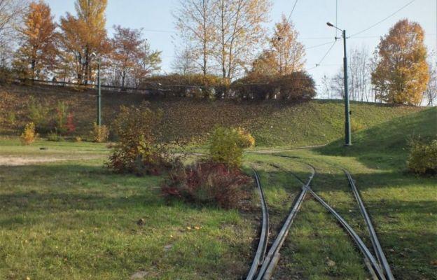 Obecna pętla Zagórze - w tym miejscu powstanie tunel pod ul. Braci Mieroszewskich i zintegrowany przystanek tramwajowo-autobusowy