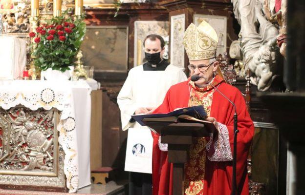 bp Marek Medyk podczas Mszy św. odpustowej w katedrze świdnickiej