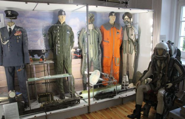 Na wystawie można zobaczyć wojska lotnicze, marynarkę, wojska chemiczne oraz pancerne.