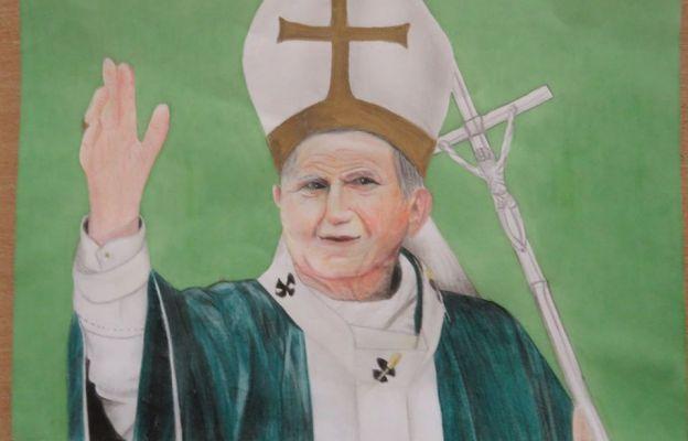 Uczniowie szkół podstawowych diecezji zaprojektowali projekt znaczka upamiętniającego urodziny św. Jana Pawła II
