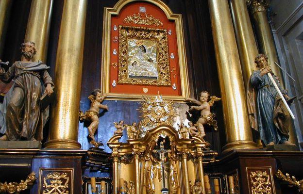 Wnętrze kościoła w Młodzawach