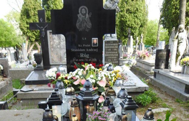 Grób kapłana znajduje się na cmentarzu przy ul. Unickiej w Lublinie