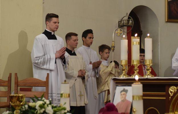Asystę przygotowała Służba Liturgiczna miejscowej parafii pod opieką wikariusza ks. Jarosława Buczyńskiego