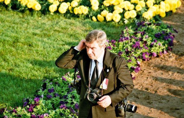 Papieski fotograf Arturo Mari na toruńskim lotnisku