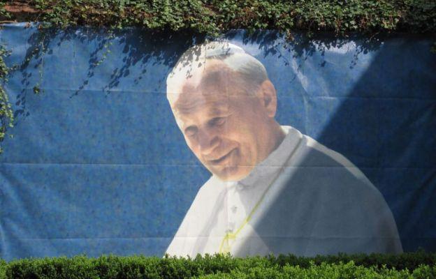 """Już dzisiaj! Msza św. w 100. rocznicę urodzin Jana Pawła II dla stypendystów Fundacji """"Dzieło Nowego Tysiąclecia"""""""