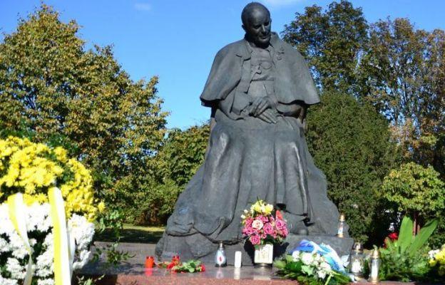 W Toruniu zdewastowano pomnik św. Jana Pawła II