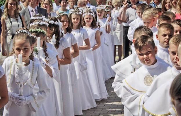 Tak dzieci komunijne w zeszłym roku przeżywały Pierwszą Komunię św.