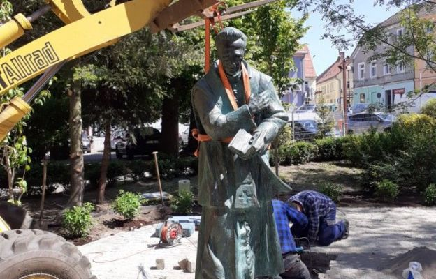 Pomnik ks. Michalskiego stanął dziś przy zielonogórskiej konkatedrze