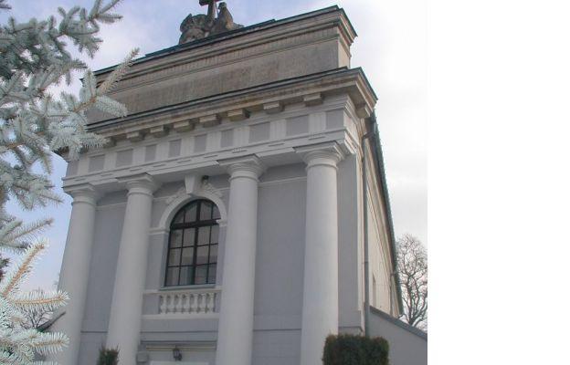 Fasada kościoła w Krzyżanowicach