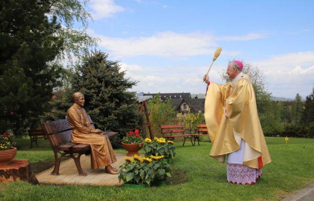 Abp Marek Jędraszewski poświecił pomnik św. Urszuli Ledóchowskiej