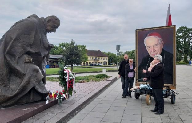 Dwaj pielgrzymi pokonają trasę z Częstochowy do Warszawy z portretem kard. Wyszyńskiego