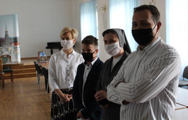 Szymon Terczyński z rodzicami i siostrą katechetką