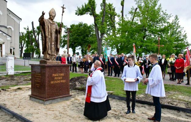 Uroczyste poświęcenie pomnika św. Jana Pawła II