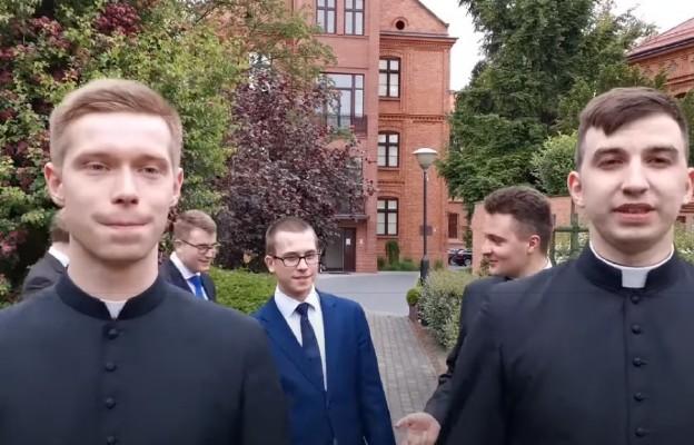 Klerycy włocławskiego seminarium w akcji #hot16challenge2