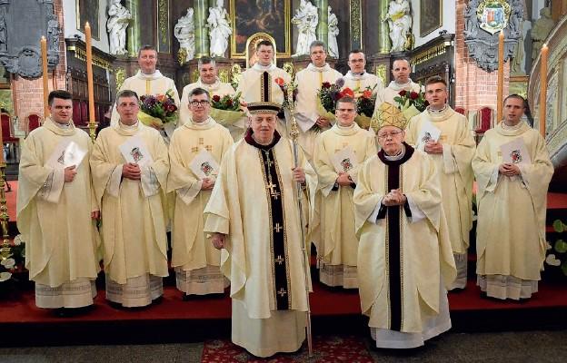 Kościół legnicki ma 6 neoprezbiterów