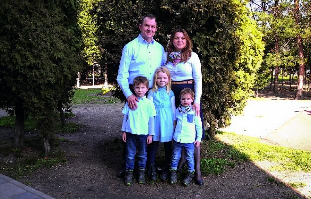 Rodzina Pawła Syski w komplecie