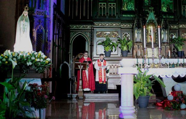 Kapłani podczas modlitwy Liturgią Godzin