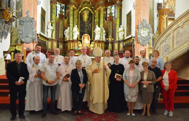 akolici i absolwenci z biskupem legnickim