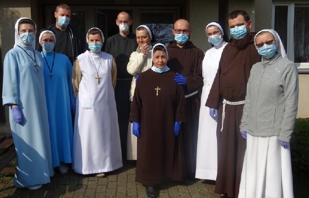 Kapucyn posługujący wśród chorych z koronawirusem: osoby konsekrowane mają światu coś do zaoferowania