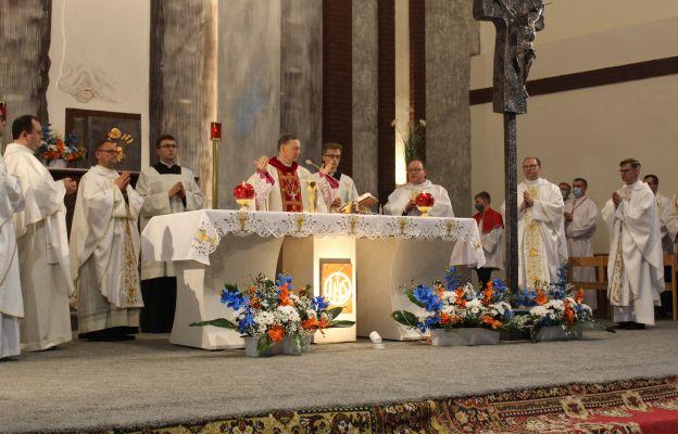 Msza św. odpustowa pod przewodnictwem bp. Adama Bałabucha.