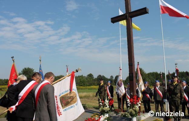 Krzyż w Ossowie upamiętniający miejsce śmierci ks. Ignacego Skorupki w czasie Bitwy Warszawskiej