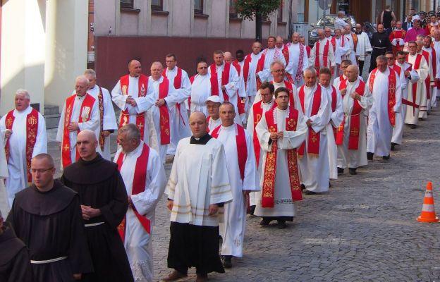 Dekrety dla księży w parafiach diecezji bielsko-żywieckiej. Dużo zmian