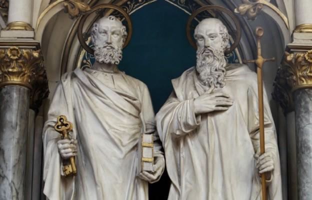 Św. Piotr - Urodził się na przełomie er. zmarł między rokiem 64 a 67. Św. Paweł - Urodził się między rokiem 5 a 10. zmarł między rokiem 64 a 67.