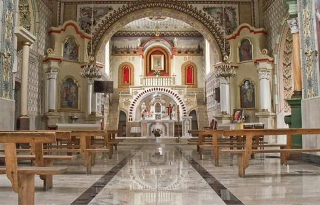 Wnętrze sanktuarium w Wąsoszu Górnym