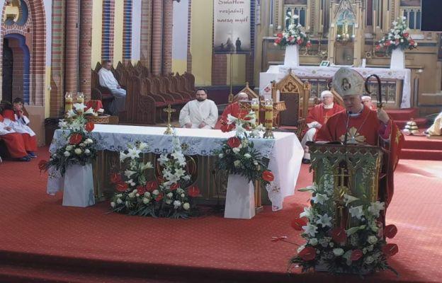 Bp Ignacy Dec podczas głoszenia homilii