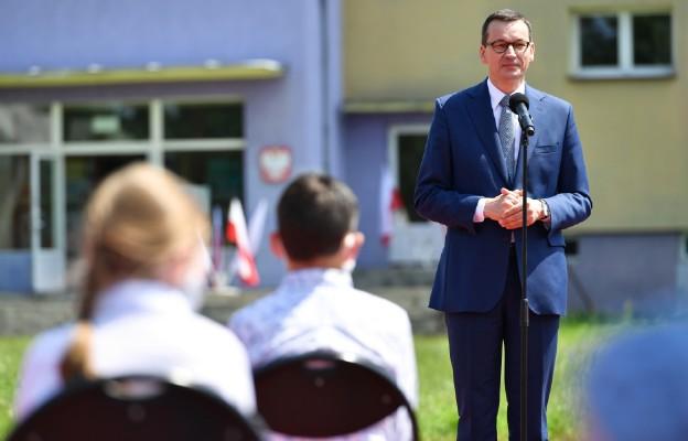 Premier do nauczycieli i uczniów: dziękuję za ten nietypowy rok szkolny