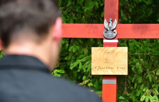 Modlitwa przy krzyżach pełnych symboliki