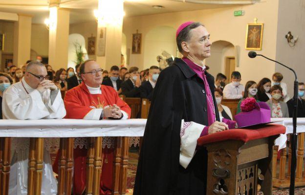 Z wizytą kanoniczną w parafii świętych Apostołów Piotra Pawła