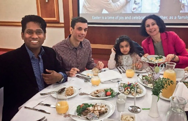 Polacy coraz chętniej zapraszają obcokrajowców do swoich świątecznych stołów