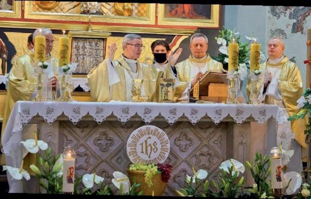 Mszy św. w jasielskiej kolegiacie przewodniczył bp Jan Wątroba