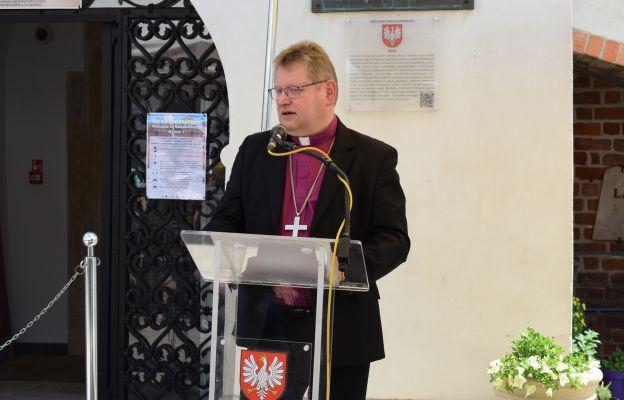 Biskup Jerzy Samiec z Kościoła Ewangelicko – Augsburskiego w Rzeczypospolitej Polskiej, Prezes Polskiej Rady Ekumenicznej w Warszawie.
