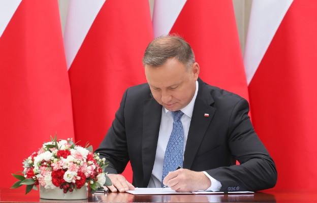 Andrzej Duda zaproponował wykluczenie w Konstytucji RP możliwości adopcji dziecka przez pary homoseksualne
