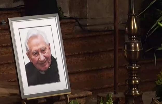 Ratyzbona: chór katedralny pożegnał swego dyrygenta, ks. Georga Ratzingera