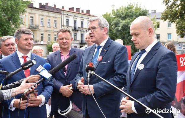Minister Wojciech Murdzek (drugi z prawej) podczas konferencji prasowej w Częstochowie