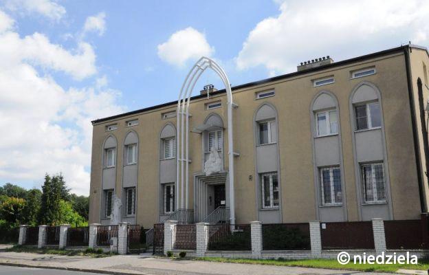 Jak zadbać o szczęście w klasztorze karmelitanek w Częstochowie?