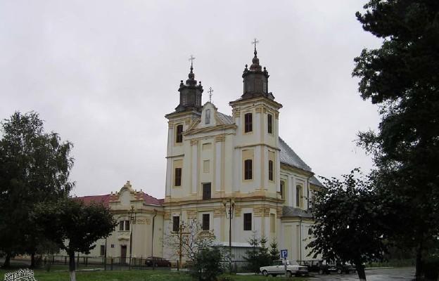 Ukraina: pierwsza Msza św. w zwróconym kościele w Bohorodczanach