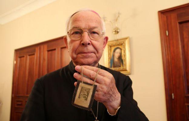 Bp Paweł Socha nosi szkaplerz od kilkunastu lat. Jak mówi, ogromnie dziękuję Matce Bożej za powołanie, opiekę, zdrowie i za to, że pomimo wieku wciąż pracuje w duszpasterstwie