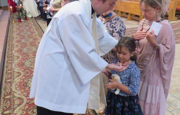 W czasie ceremonii 26. osób przyjmując szkaplerz powierzyło się szczególnej opiece Maryi