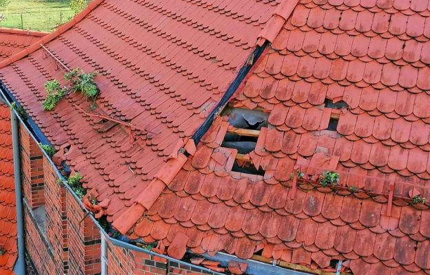 Burza uszkodziła dach kościoła w Zatoniu (Zielona Góra)