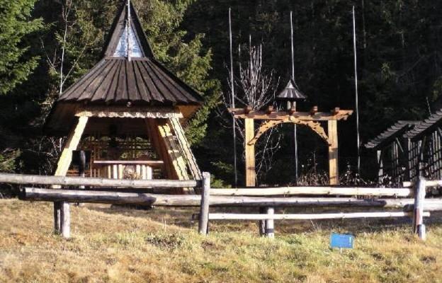 """Kaplica Betlejemskiego Światła Pokoju przy Schronisku Górskim ZHP """"Głodówka"""""""