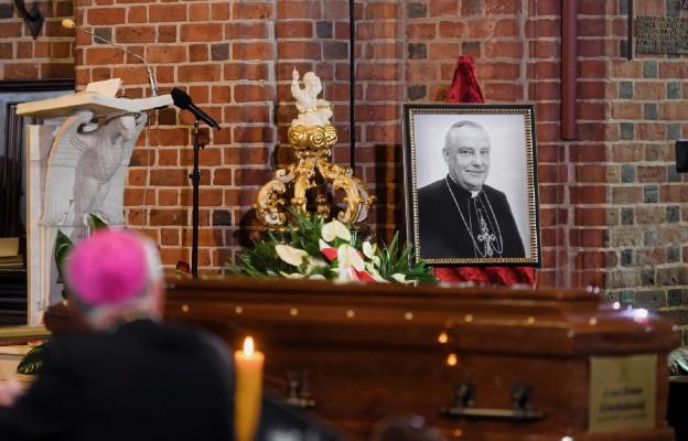 Pogrzeb kard. Zenona Grocholewskiego w poznańskiej katedrze